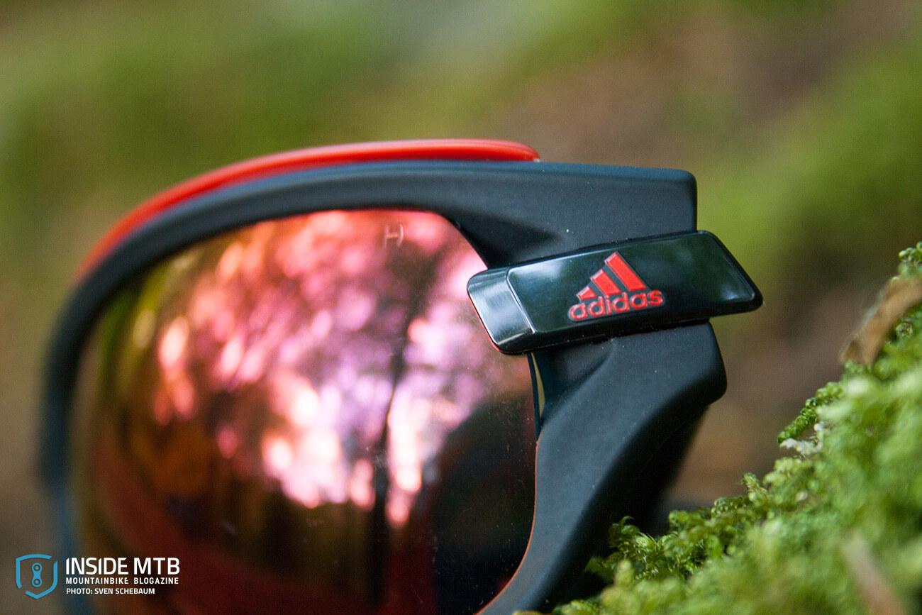 6dc49918bdc Die Adidas Evil Eye Evo Pro kommt in einem schicken Hardcase. Das  obligatorische Microfasertuch liegt natürlich auch bei. Schade dass im  Lieferumfang ...