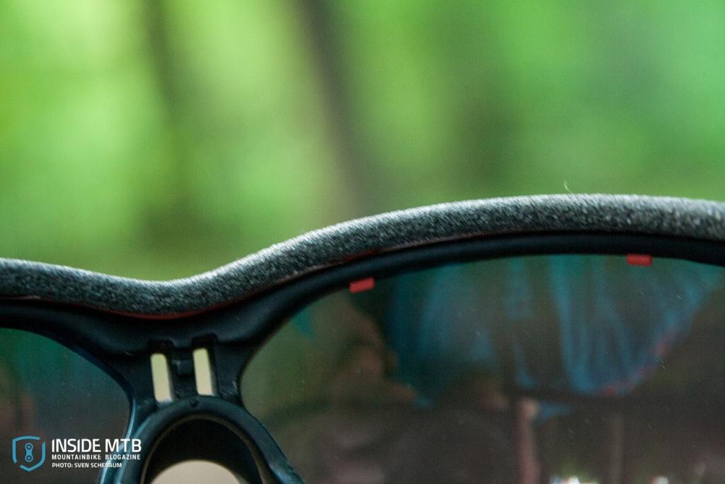 32993700993 Das Sichtfeld der Evil Eye ist im vergleich zu anderen Modellen oder  Herstellern fast riesig. Und zieht sich gut um den Kopf. Auch die Bügel  sitzen gut am ...