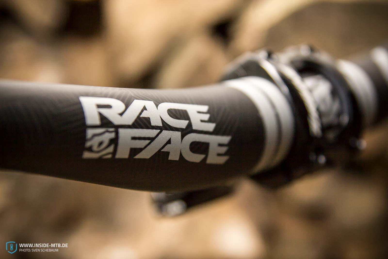 raceface sixc carbon lenker im test inside mountainbike. Black Bedroom Furniture Sets. Home Design Ideas